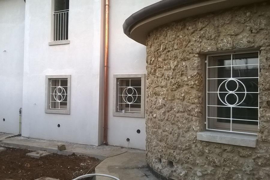 Inferriate a treviso realizzazione e posa cadorin carpenterie srl - Hermes porte e finestre srl ...