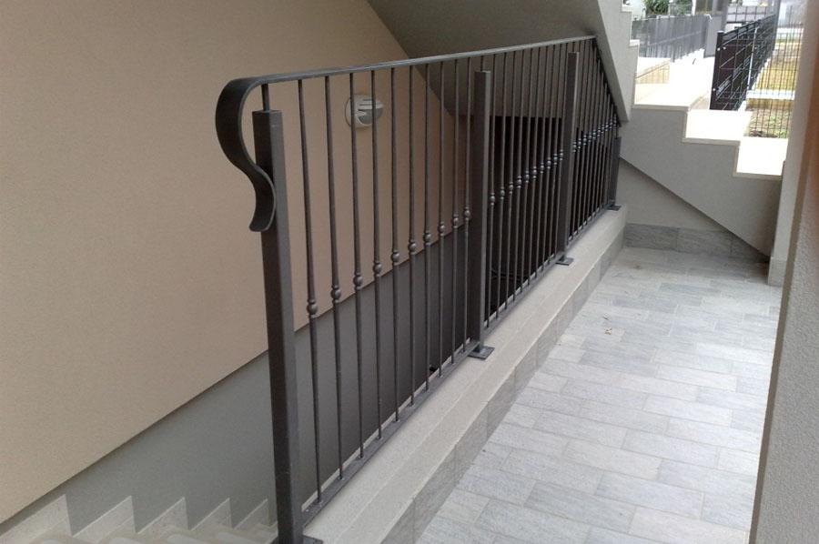 Parapetti e ringhiere in ferro per esterni a treviso for Pannelli divisori per esterni in ferro