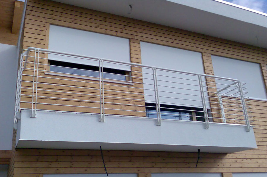 Parapetti e ringhiere in ferro per esterni a treviso for Casa moderna tetto piatto