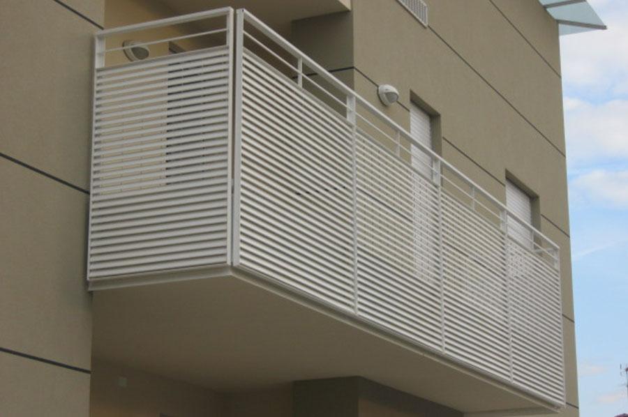Ringhiere in ferro per esterno moderne ks45 pineglen - Ringhiere in ferro battuto per balconi esterni ...