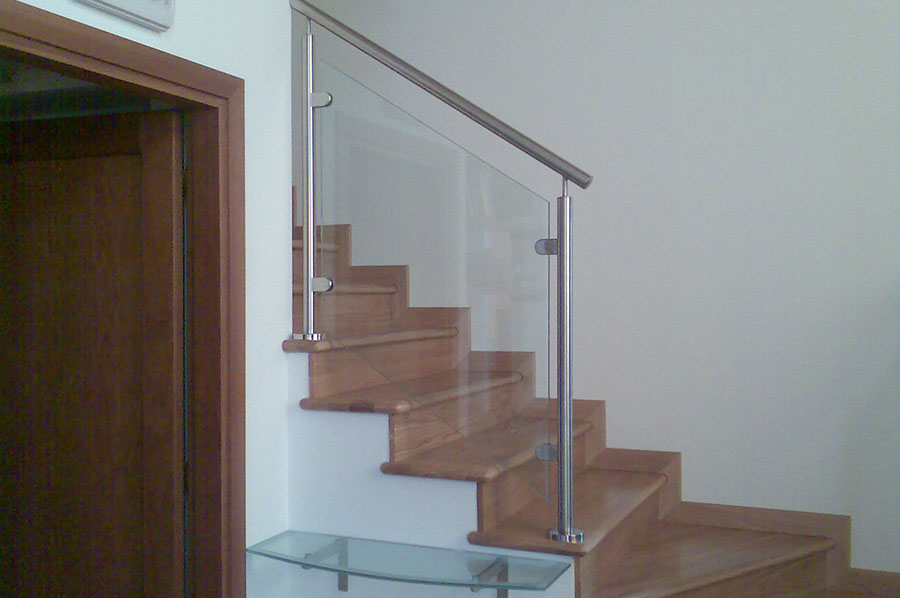Parapetti in vetro a treviso cadorin carpenterie srl - Corrimano in vetro per scale ...
