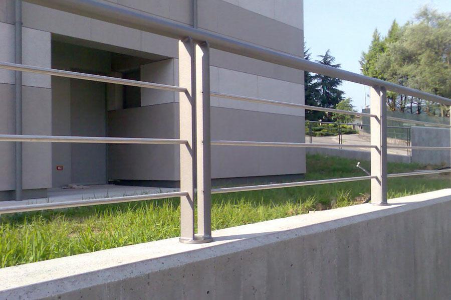 Finest parapetto per rampa esterna in ferro realizzato con - Recinzioni in metallo per giardino ...