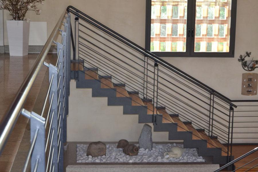 Scala Da Esterno In Legno : Scale in metallo a treviso posa per interni ed esterni cadorin